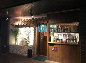 沖縄を思わせる星屑亭の外観