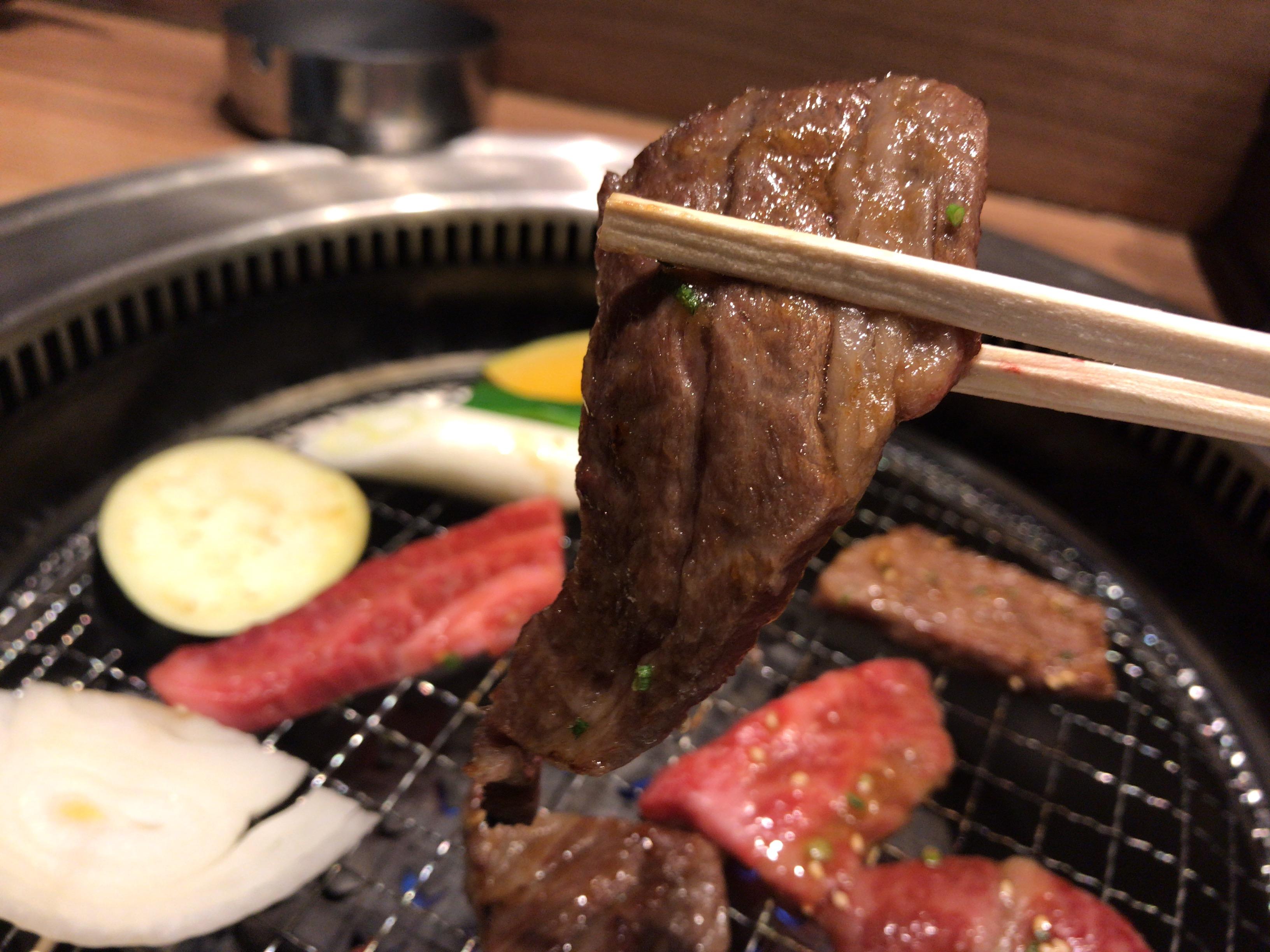 焼肉ホルモン将福の焼きたての肉