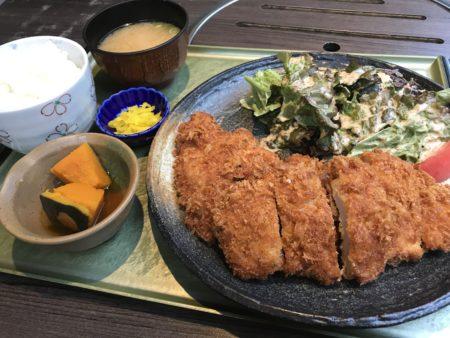 大和八木駅近くたつ屋のランチメニュートンカツ定食
