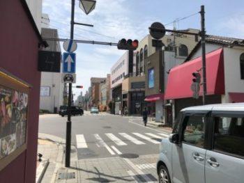 大和八木駅南口から南へ徒歩3分の交差点にあるたつ屋