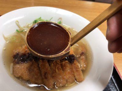 宮廷飯店とんかつラーメンのスープ