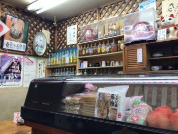 大和八木近くの居酒屋ウエダの昭和な店内