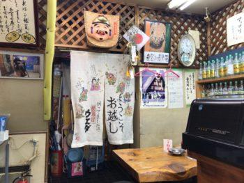 大和八木駅近く居酒屋ウエダの店内