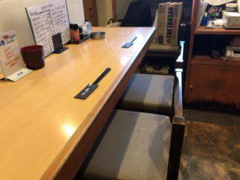 橿原神宮前駅すぐのラーメン屋「心ゝ和:ここわ・心和」のひとりテーブル席
