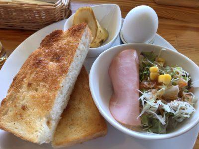 朝日堂のトーストセットのアップ