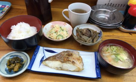 大和八木駅近く「うえだ」の日替わりランチ定食