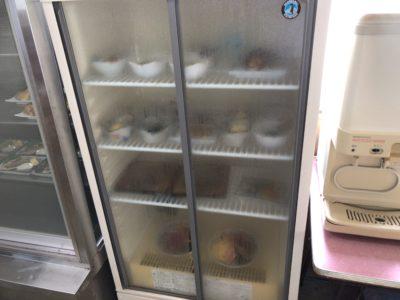 橿原、新ノ口の大黒屋食堂のセルフサービス冷蔵庫
