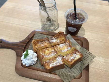 田原本のパンカフェ「プラススクエア」のアイスコーヒーとフレンチトースト