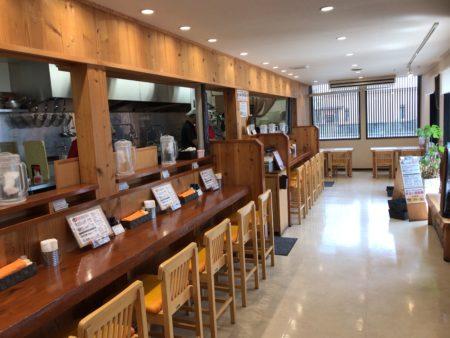 田原本の人気ラーメン店、暁製麺の内観