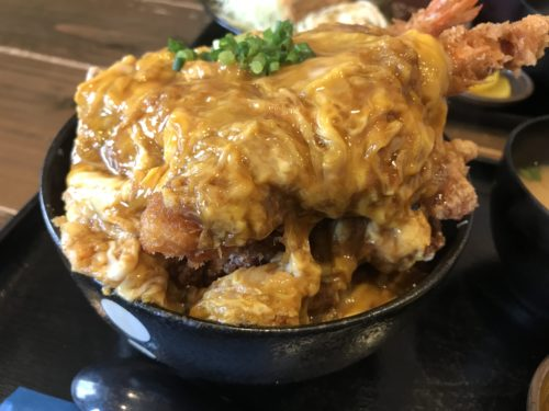 日本橋・なんば「ポミエ」のエビフライ丼アップ