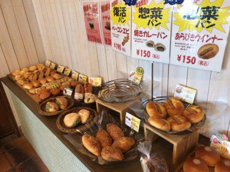 橿原市真菅でモーニングができるパン屋パネトリー本店に並べられた美味しそうなパンたち
