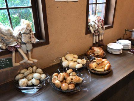 橿原市真菅でモーニングができるパン屋パネトリー本店のパンバイキングコーナー
