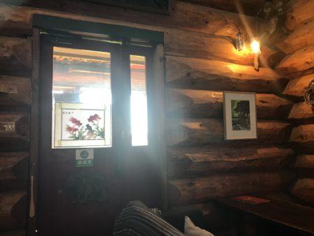 橿原畝傍御陵前のランチカフェだいこくやの喫煙ルームへの入り口