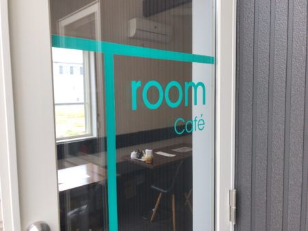 橿原市醍醐町のランチカフェTroomCafeティールームカフェの入り口ドア