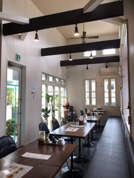 橿原市醍醐町のランチカフェTroomCafeティールームカフェの内観