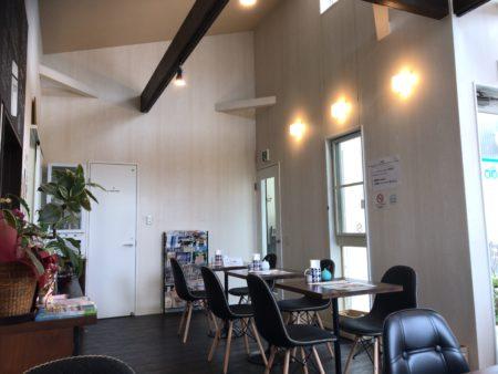橿原市醍醐町のランチカフェTroomCafeティールームカフェの内観②