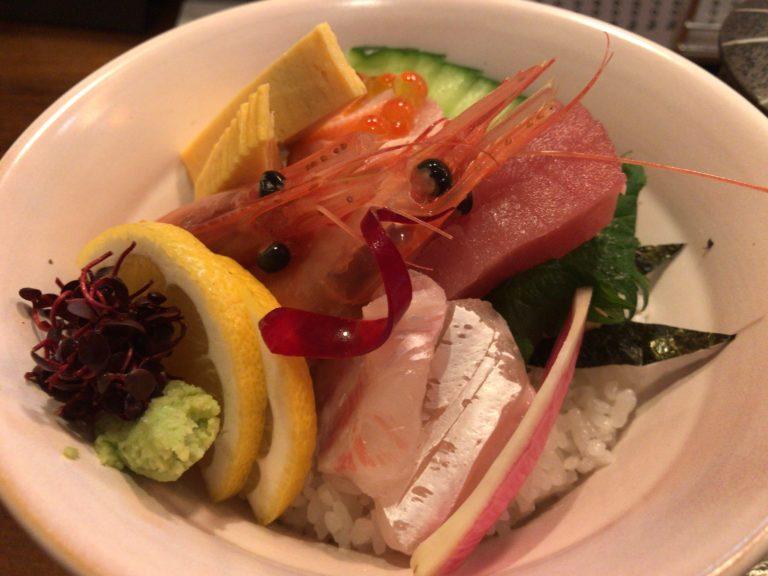 大和八木駅近くで食べられる山葵のランチ海鮮丼