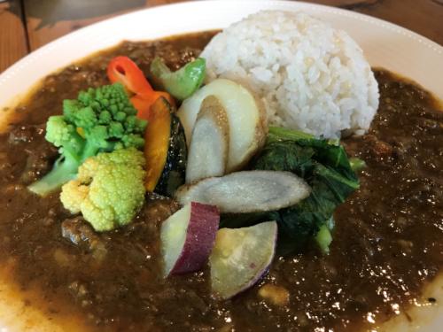 大和八木駅近くで食べられるランチカレー「奈良食堂の野菜欧風カレー」のアップ