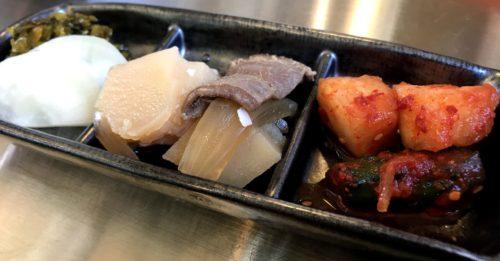 橿原ホルモン専門店デンスケのもつ鍋定食の前菜
