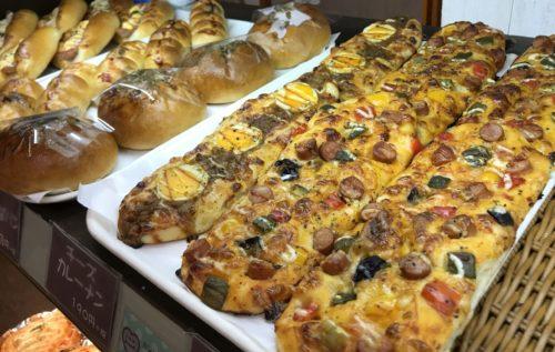 奈良・葛城のベーカリーシカフェカントリーロードのボリューミーな総菜パン