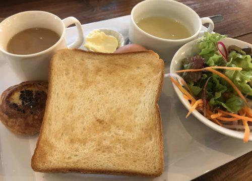 奈良・葛城のベーカリーシカフェカントリーロードの焼いたトーストと一緒に食べるカントリーセット