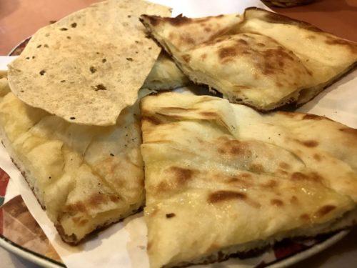 プジャ橿原葛本店のインド料理、ナンとパーパル